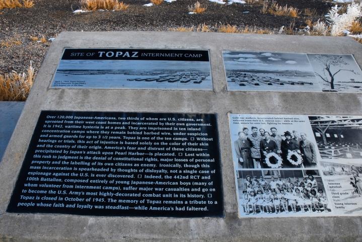 topaz-monument